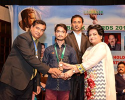 Prof. Dr. Samia Kalsoom presented Gold Medal & Award to Zaryab 1st General Group Lahore (2017)