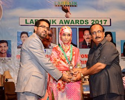 Prof. Muhammad Amjad presented Gold Medal & Award to Maira Zafar 2nd Science Group Lahore (2017)