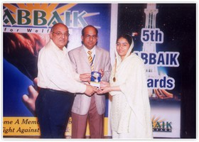 Amjad Islam Amjad presented Gold Medal & Shield to Ifrah Saeed-1st Overall Intermediate. (2007)